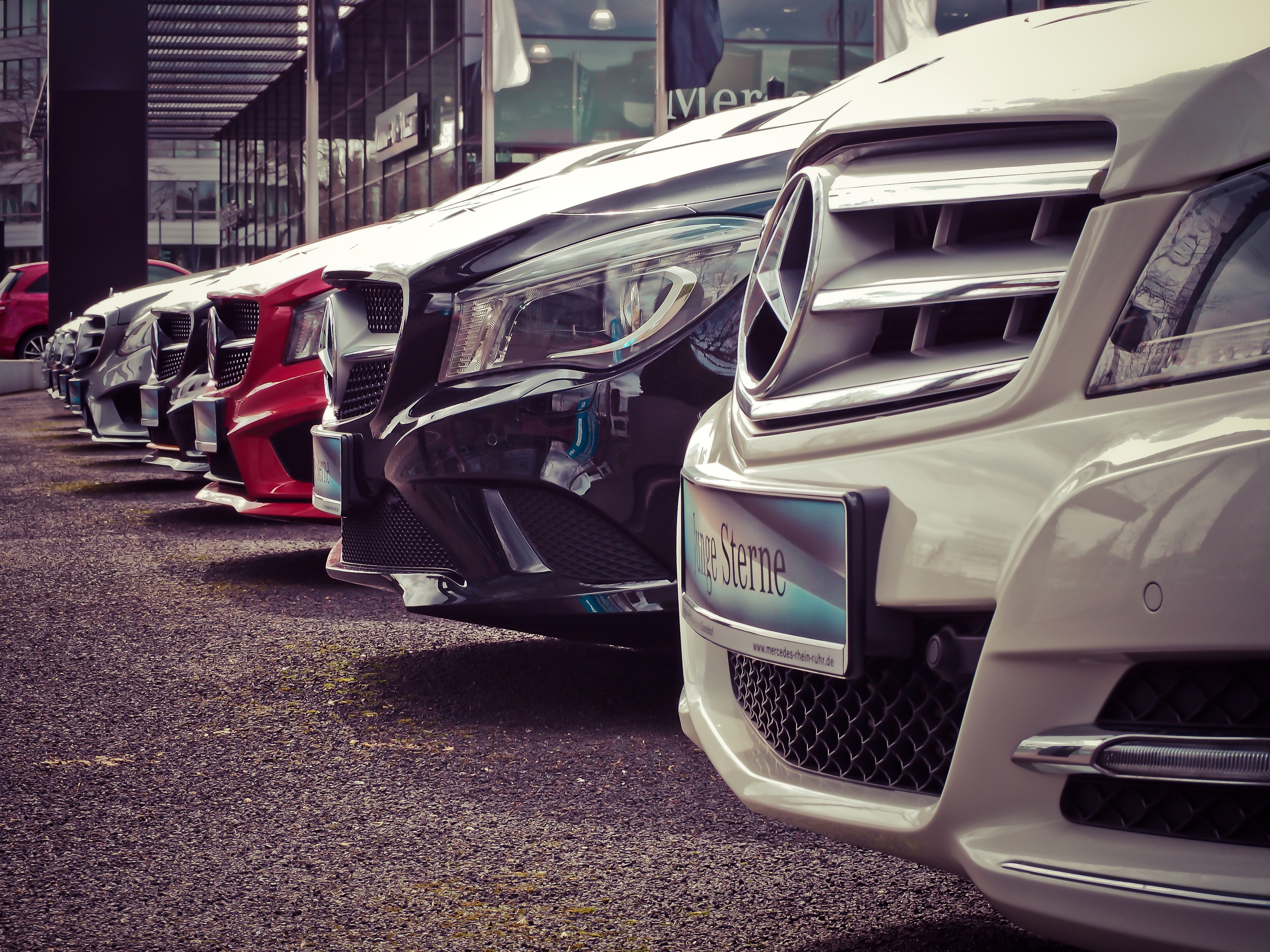 mercedes-benz-parked-in-a-row-164634.jpg (3.25 MB)