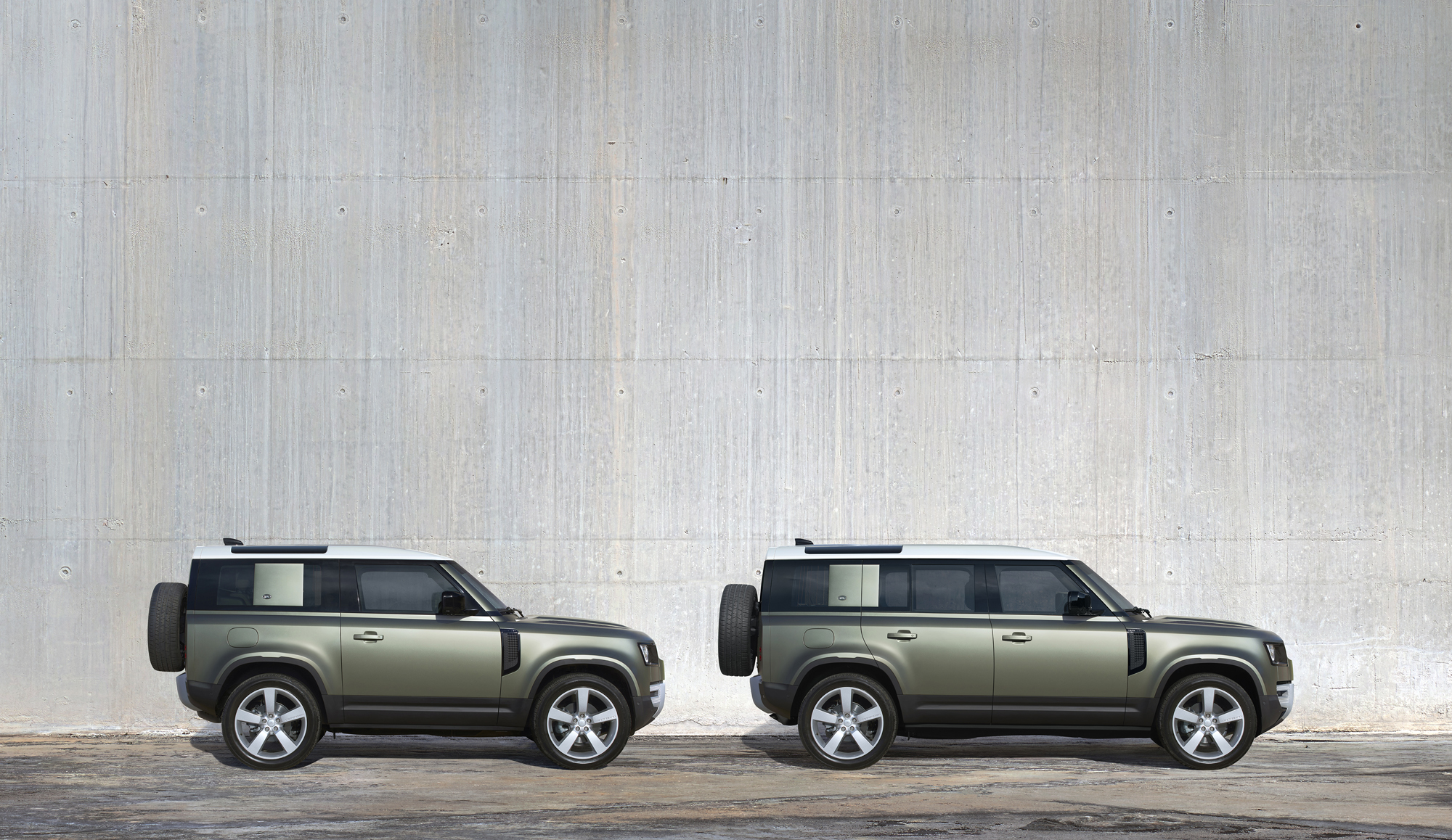 Land rover unveils new defender image 1.jpg (3.61 MB)