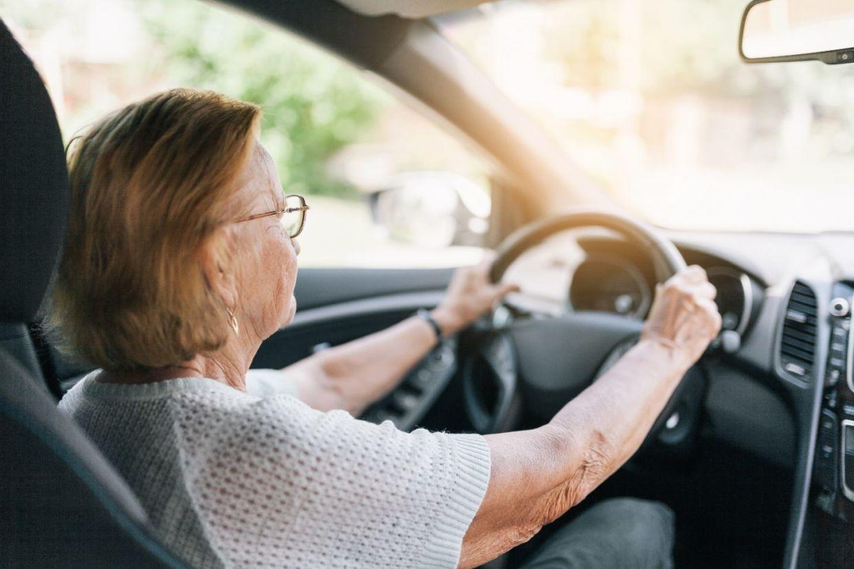 older driver .jpg (101 KB)