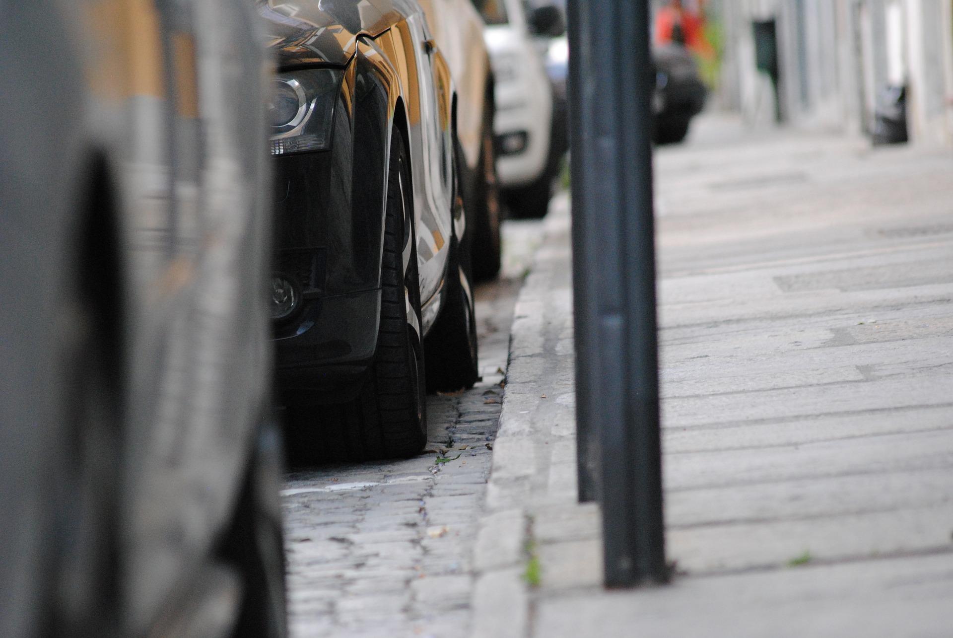 pavement parking.jpg (451 KB)