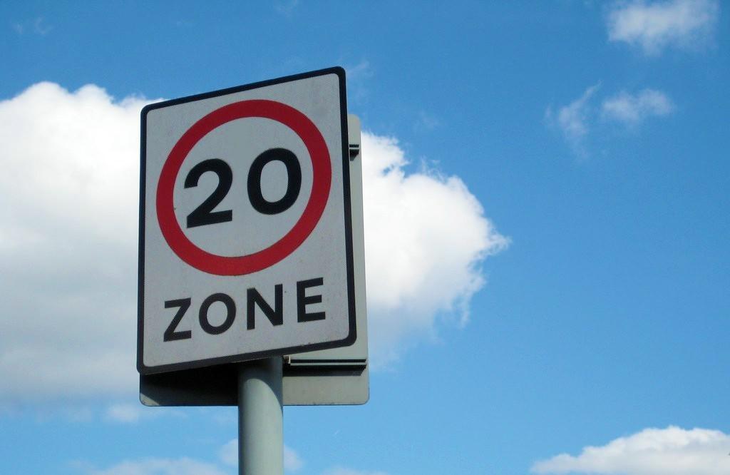 20 mph sign.jpg (74 KB)